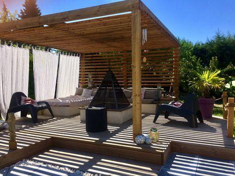 Pergola brasero terrasse bois salon de jardin rideau ...