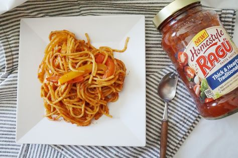 Spaghetti tradicional con chile morron https://ooh.li/21441f5   #simmeredintradition #ad                    The Blog By Taina