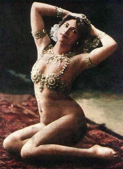 Mata Hari in costume in Paris 1910