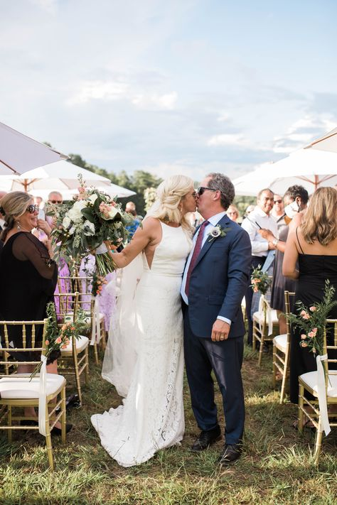 I loved the springy feel of this wedding! Karla and Steve were such a fun couple to work with! 🌼✨ Photography: @kberryphoto Wedding Planner @thefarmromega Venue: @dixiebagleythefarmrome Catering @proofthepudding Florist: @adelicatepetal #wedding #weddingplanning #weddingszn #Ido #weddinginspo #vowplanning #vowwriting #weddingdate #weddingseason #weddinghelp #weddingtips #weddingplan #weddinginspiration #spring