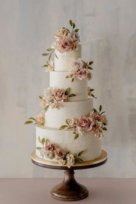 Beautiful 4 tier wedding cake with floral appliques by Winifred kriste cake cak. Beautiful 4 tier wedding cake with floral appliques by Winifred kriste cake cake decorating ideas Country Wedding Cakes, Floral Wedding Cakes, Wedding Cake Rustic, Elegant Wedding Cakes, Beautiful Wedding Cakes, Wedding Cake Designs, Beautiful Cakes, Cake Wedding, Wedding Rings