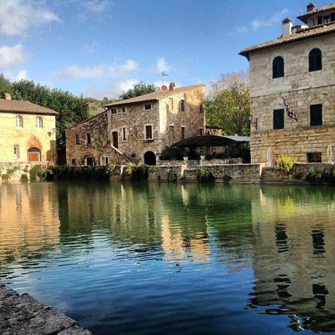 Ecco La Famosa Vasca Di Acqua Termale Nel Centro Di Bagno Vignoni