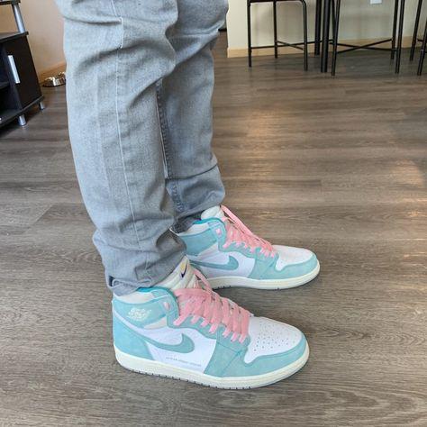 crazy shoe First r/sneakers post go easy on me : Sneakers Cute Sneakers, Sneakers Mode, Sneakers Fashion, Jordan Shoes Girls, Girls Shoes, Jordans Girls, Air Jordans Women, Pink Jordans, Womens Jordans