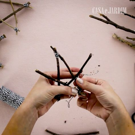 30 times Christmas: DIY Christmas Stars - Who says Christmas stars should only be on the top of the tree? We show how to assemble a line of s -