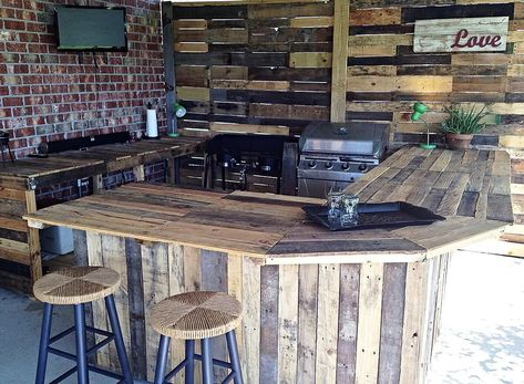 43 Amazing Pallets Kitchen Design Ideas That you Can Try in your Home https://petrolhat.com/2019/03/05/43-amazing-pallets-kitchen-design-ideas-that-you-can-try-in-your-home/