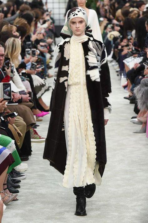 Sophisticated femininity on the Valentino catwalk - HarpersBAZAARUK