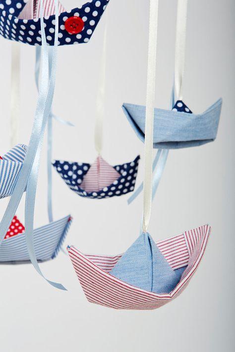 Baby Kinderbett Mobil Origami Stoff Segelboote. von Nuppi auf Etsy, $76.00 origami  fabric boats mobile