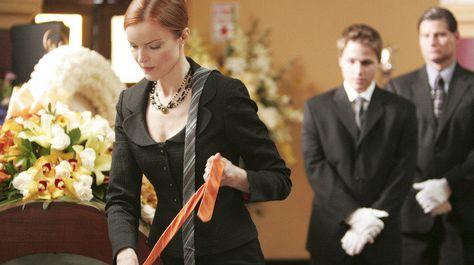 Bree Van De Kamp (Marcia Cross), Andrew Van De Kamp (Shawn Pyfrom) ~ Desperate Housewives Stills ~ Season 2, Episode 1 ~ Next