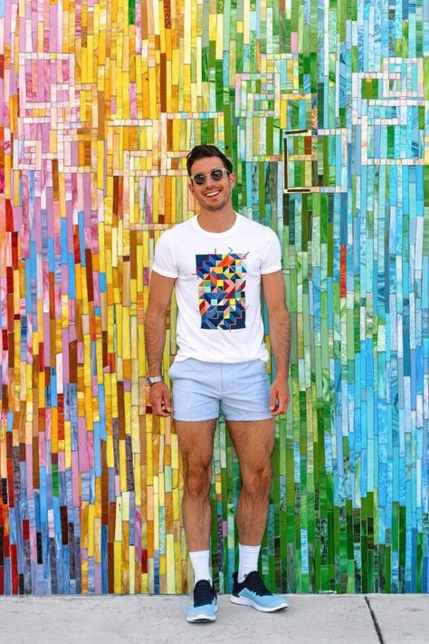 #ad Hello, it's your favorite neighborhood color chameleon! 🌈 — I'm rocking this Project WE t-shirt from @oldnavy which artist @edward__granger designed to celebrate Pride and represent all the colorful characters that are woven into the community. 🏳️🌈🏳️⚧️ — I love that Old Navy has donated $1M to @bgca_clubs to help inspire the next generation of diverse artists.