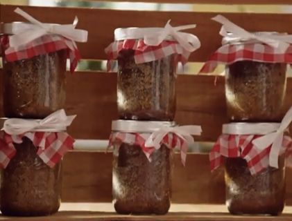 Banana Bread  in a Jar / Check out these banana breads that are baked right in the canning jars! We think they are adorable!