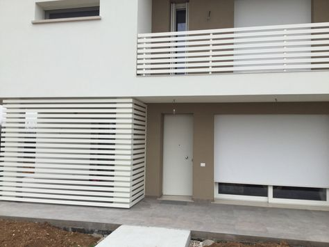 Ringhiera Terrazza E Frangisole Design Moderno Design Esterno Di Casa Balcone Moderno Esterni Casa Moderni