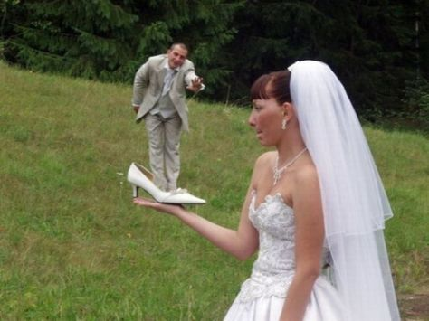 Bad Wedding Photo Photoshop Should Have Never Been Preloaded On Anyone S Computer Worst Wedding Photos Awkward Wedding Photos Funny Wedding Photos