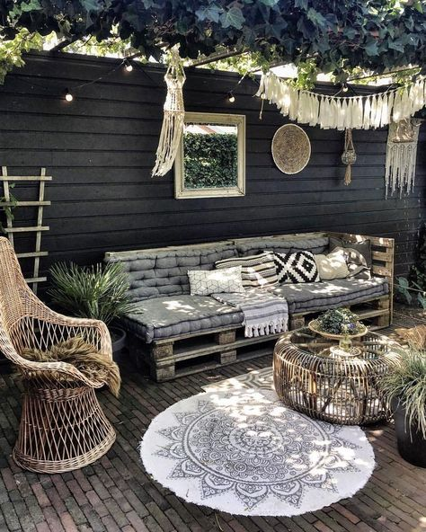 some changes in the backyard and I like it! The palletbed has moved and find it's place under our pergola. What do you think?id some changes in the backyard and I like it! The palletbed has moved and find it's place under our pergola. What do you think?