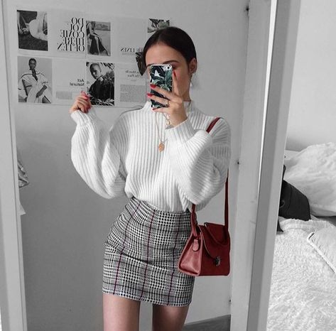 Beautiful Weekend Casual Outfits For Women. As far as we are concerned, weekend outfits will need to be as easy to put together as you can. You would like to devote maximum time enjoying the weekend instead of having multiple outfit changes.