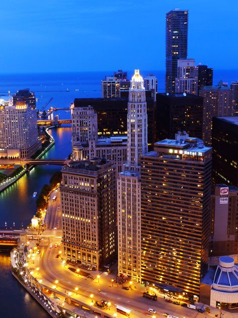 Going to Chicago for a week, leaving today. Can't wait for Taste of Chicago and good concerts. And all my friends in Chi-town!