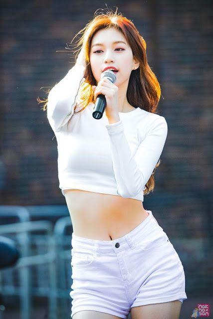 10 Beautiful Idols Who Showcase Their Slim Abs Live Skinny Girl Body Sassy Outfit Kim Doyeon