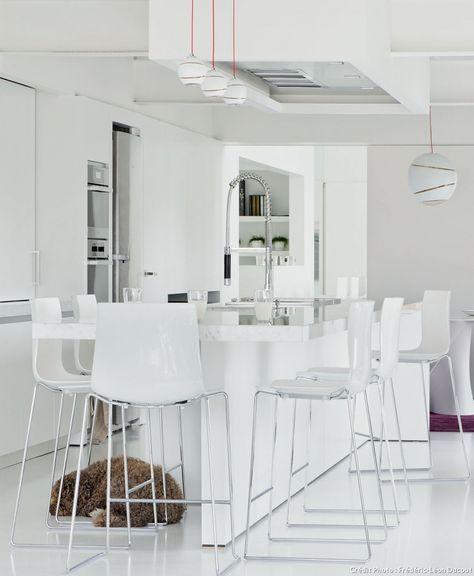 Nos 20 Plus Belles Idees De Cuisines En 2020 Chaise Cuisine Cuisine Moderne Blanche Chaise Haute Cuisine