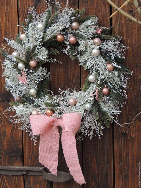 Купить венок рождественский Новогодний на дверь Зимняя сказка в розовых тонах - бледно-розовый