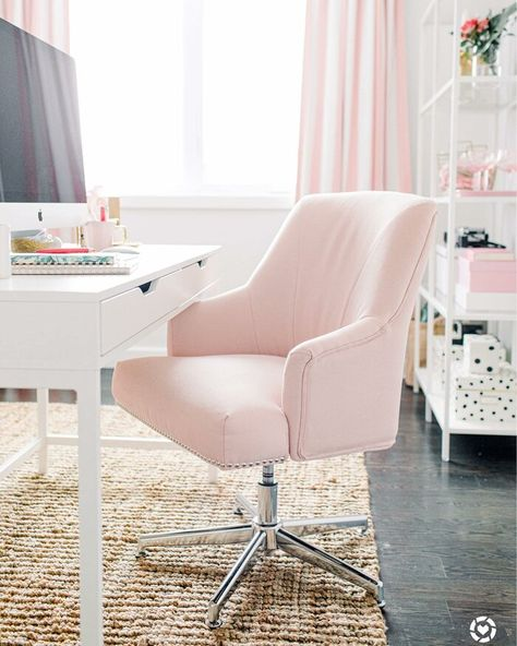 Get inspired by Glam Office Design photo by Wayfair Canada. Wayfair lets you find the designer products in the photo and get ideas from thousands of other Glam Office Design photos. Best Office Chair, Home Office Chairs, Home Desk, Home Office Decor, Office Ideas, Feminine Office Decor, Office Spaces, Cute Desk Chair, Teen Desk Chair