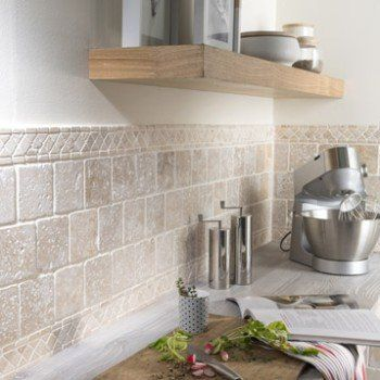 Natural stone floor and ivory wall, Travertine l.10 x L.10 ...