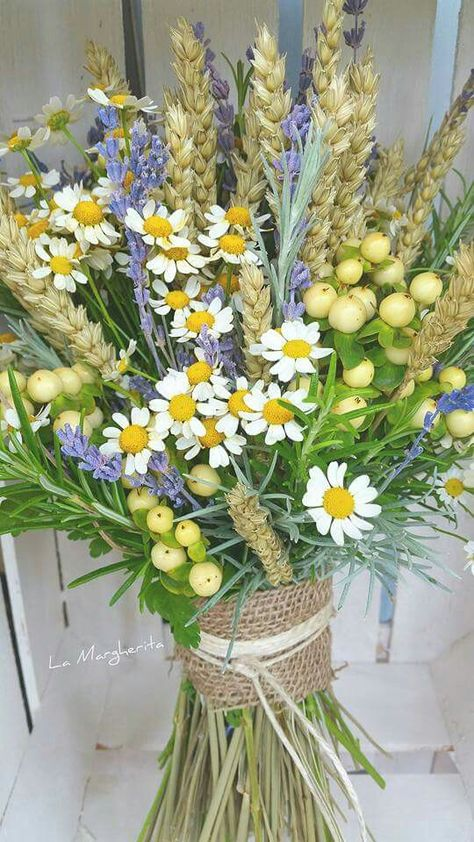 Bouquet Sposa Lavanda E Margherite.Spighe Lavanda Camomilla Bouquet La Margherita Fiori Per