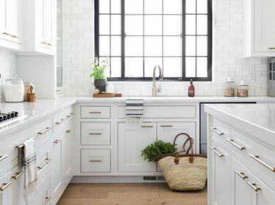 Biala Kuchnia Z Kamiennym Blatem I Drewniana Podloga 55257 Interior Design Kitchen White Kitchen Design Kitchen Renovation