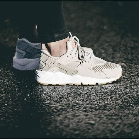 factory price 6bd51 da005 Nike Air Huarache Run WMNS TXT Pack On Foot Look 3