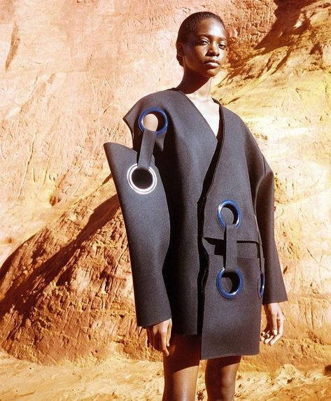 The mix of proportions in this garment creates an interesting design. This creates a interesting image that manipulates human proportions.