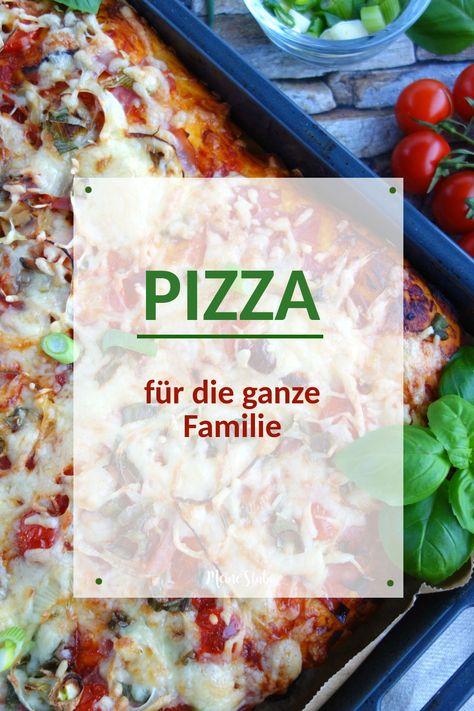 Pizza mit schönen dickem und weichem Boden für die ganz Familie. Einfach auf das Backblech und jeder kann die Pizza nach Herzenslust belegen. #pizza #rezept #vegetarisch