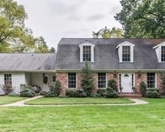 A Vintage Estate Llc Brenda Crew Are Starts On 6 26 2020 Vintage Estates Estates House Styles