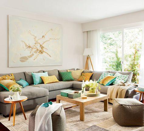 Salón con sofá esquinero y cuadro abstracto