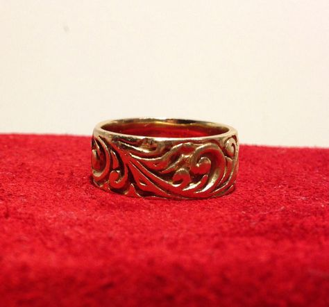14K YELLOW GOLD RING WITH SCROLL DESIGN GOLD WEIGHT 10 GRAMS