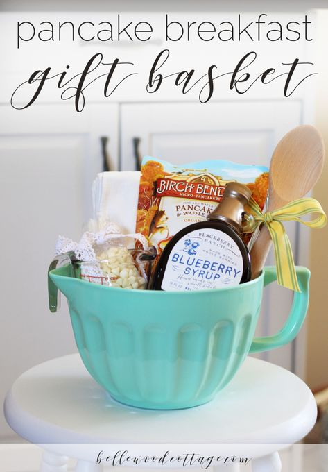bridal shower gift idea - pancake breakfast gift basket - Bellewood Cottage It's officially wedding season and that means bridal showers galore! I always love looking at my friends' registries and. Themed Gift Baskets, Wine Gift Baskets, Wedding Gift Baskets, Gift Basket Themes, Coffee Gift Baskets, Fall Gift Baskets, Housewarming Gift Baskets, Christmas Gift Baskets, Basket Gift