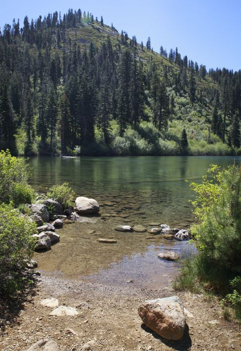 Everyone Should Visit The Hidden Castle Lake In Northern California At Least Once Camping In Texas, California Camping, Camping World, Northern California Travel, Camping Cabins, Van Camping, Oh The Places You'll Go, Places To Travel, Paisajes