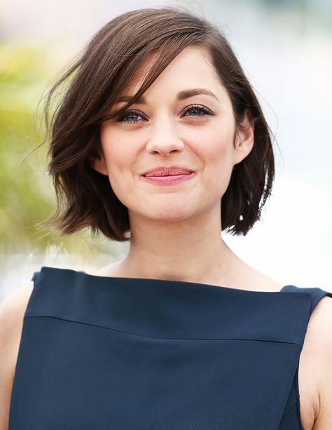 Air dry, no styling, straight hair. Bob or lob with face framing layers