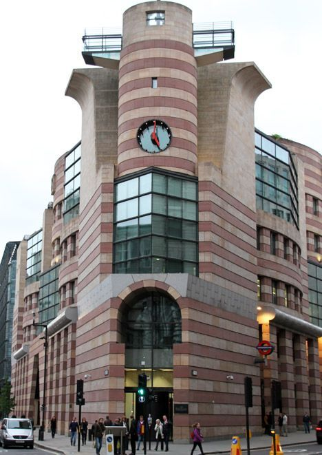 Postmodern Architecture No 1 Poultry By James Stirling Postmodern Architecture No 1 Poultry London B In 2020 Post Modern Architecture Architecture Postmodernism
