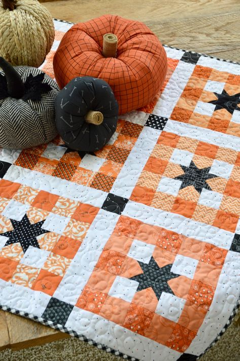 Halloween Quilt Patterns, Halloween Quilts, Cute Quilts, Mini Quilts, Quilting Projects, Quilting Designs, Quilting Ideas, Sewing Projects, Fall Sewing