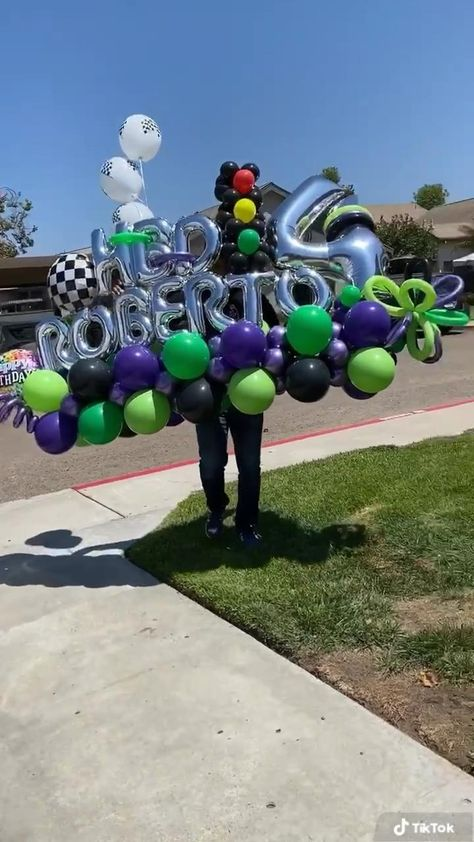 Birthday Balloon Decorations, Diy Party Decorations, Birthday Balloons, Balloon Flowers, Balloon Bouquet, Balloon Arrangements, Balloon Centerpieces, Fete Marie, Monster Truck Party