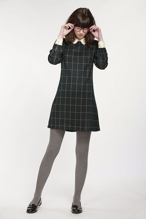 Tartan dress is currently very popular with girls. By using Tartan dress we can look simple and casual. Suitable for use when hanging out with friends to the Mall for example.