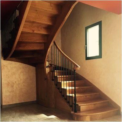 Escalier A 2 4 Tournant A L Anglaise En Chene Avec Un Petit