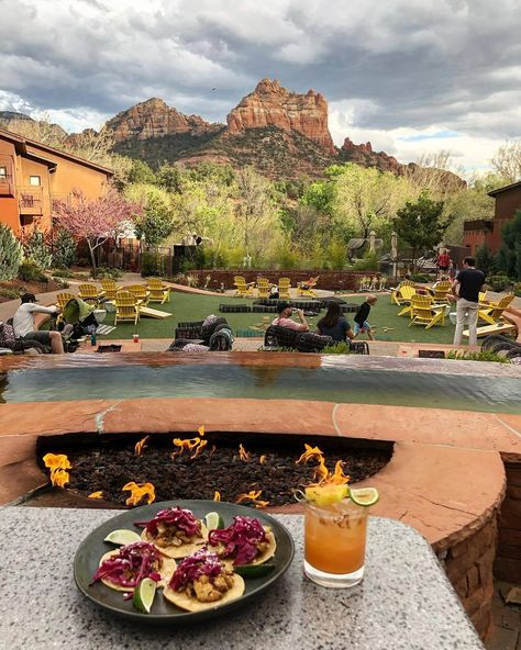 Just when you thought Taco Tuesday couldn't get any better, just add in a SaltRock signature cocktail and these views. Switch things up… Vacation Deals, Vacation Trips, Vacation Spots, Travel Deals, Travel Hacks, Travel Essentials, Arizona Road Trip, Arizona Travel, Sedona Arizona