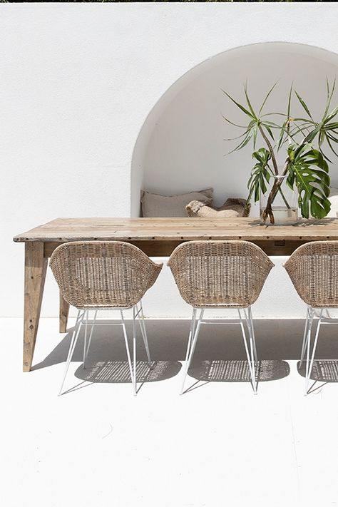 Stunning Outdoor Dining Table Set Perfect For Entertaining