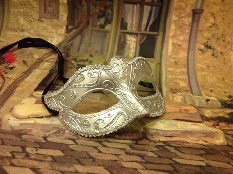 Pretty Girls silver masquerade ball eye mask