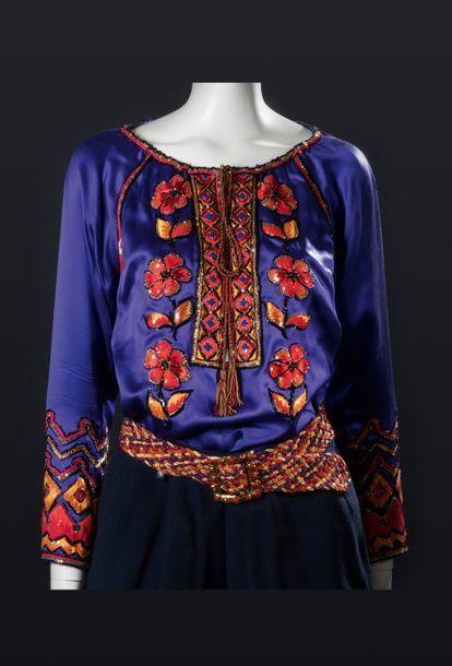 144 Yves Saint Laurent Collection Haute Couture Automne Hiver 1999 Broderie Maison Lesage Passementerie Fashion Long Sleeve Blouse Bell Sleeve Top