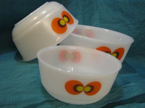 Set of 3 Vintage 1970s Bowls – Ovenproof Schott Mainz Jena-Glas – Pop Art Magic Eye Décor – German Glass Design – Hippie Retro Orange White von everglaze auf Etsy