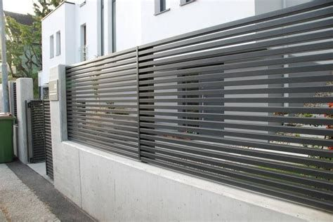 One Of Our Last Projects Modern Horizontal Aluminum Fence Modern Fence Design Fence Design Modern Fence