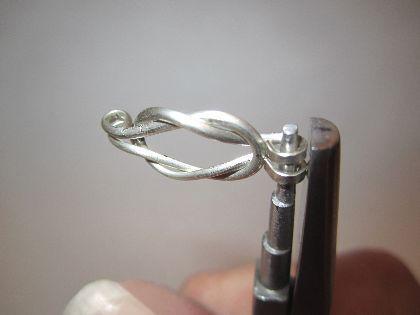 Loveknot Pendant, a Free Wire Jewelry Pattern by Denny Diamond for WireJewelry.com