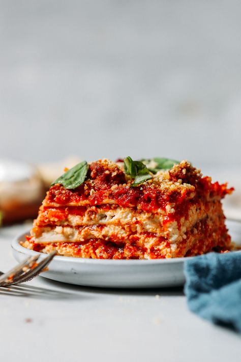 AMAZING Dairy-Free Gluten-Free Lasagna! Hearty sauce, EASY nut cheese, no-boil noodles. #minimalistbaker #lasagna #glutenfree #dairyfree #recipe