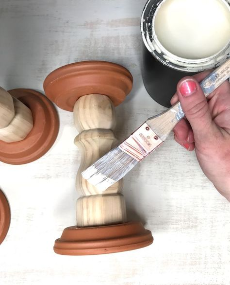 DIY table leg candle holders - You'll be happy you saw this! found an idea for making candle holders out of table legs, and aside from making them my own by changing how to assemble them, I also decided to make smaller versions for our. Barn Crafts, Rustic Crafts, Diy Crafts, Diy Table Legs, Wood Candle Holders, Diy Candlestick Holders, Christmas Candle Holders, Creation Deco, Dollar Store Crafts