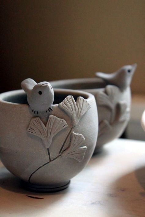 40 DIY Pinch Pots ideas to try out - bored art Clay bowls . 40 DIY Pinch Pots ideas to try out – bored art clay bowls Hand Built Pottery, Slab Pottery, Ceramic Pottery, Pottery Art, Thrown Pottery, Pottery Bowls, Pottery Painting, Pottery Wheel, Clay Pinch Pots